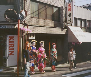 """Geisha on Chawan Zaka (""""Teacup Hill"""") in Kyoto, Japan"""
